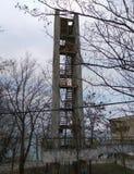 Rovinato dalla scala dalla casa vicino al mare Immagine Stock