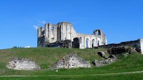 Rovine al sito di precedenti abbazia e cattedrale di Maillezais Erance, rovine del monastero con gli arché immagine stock