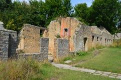 Rovine al villaggio del fantasma di Tyneham, isola di purbeck Dorset fotografie stock libere da diritti