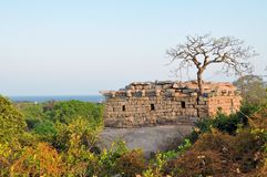 Rovine antiche alla costa di Mamallapuram, India fotografia stock libera da diritti