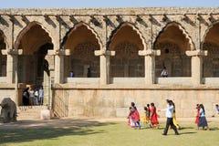 Rovine antiche delle stalle dell'elefante al centro reale su Hampi Fotografia Stock Libera da Diritti