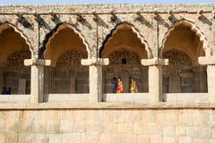 Rovine antiche delle stalle dell'elefante al centro reale su Hampi Fotografie Stock Libere da Diritti