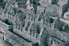 Rovine antiche di pietra di una città su Inca Trail, Perù Fotografia Stock