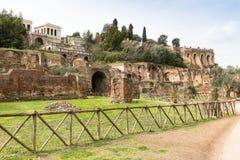 Rovine antiche su Roman Forum, Roma, Italia, Europa fotografie stock