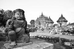 Rovine in bianco e nero del tempio medievale della vecchia pietra tradizionale di eredità in Asia Orientale in un complesso arche fotografie stock