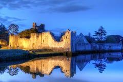 Rovine del castello in Adare alla notte Fotografia Stock