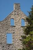 Rovine del castello con tre Windows Immagini Stock Libere da Diritti