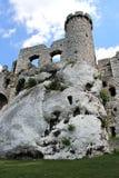 Rovine del castello del castello medievale di Ogrodzieniec Immagini Stock Libere da Diritti
