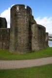 Rovine del castello di Caerphilly, Galles. immagine stock