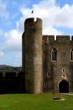 Rovine del castello di Caerphilly, Galles. fotografia stock libera da diritti