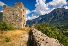 Rovine del castello di San-Firmin e Chaillol minuto Valgaudemar, alpi, Francia Immagine Stock Libera da Diritti