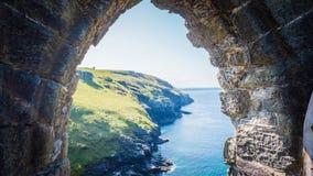 Rovine del castello di Tintagel in Cornovaglia, Inghilterra fotografia stock