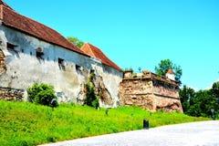 Rovine del castello medievale sulla collina di Cetatuia, nella città Brasov Fotografie Stock Libere da Diritti