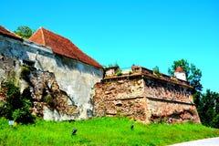 Rovine del castello medievale sulla collina di Cetatuia, nella città Brasov Fotografia Stock