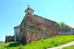 Rovine del castello medievale sulla collina di Cetatuia, nella città Brasov Immagini Stock