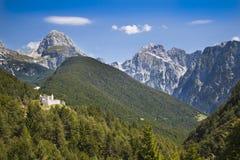 Rovine del castello nelle alpi di Julian, Slovenia Immagini Stock