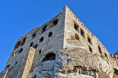 Rovine del castello in Ogrodzieniec, Polonia Immagini Stock