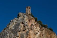 Rovine del castello in Toscana su una roccia Fotografia Stock Libera da Diritti