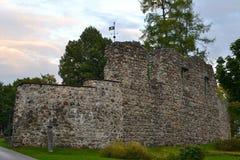 Rovine del castello in Valmiera Fotografia Stock