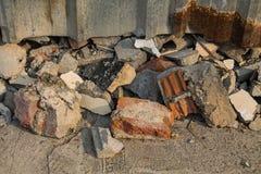 Rovine del mattone dopo le costruzioni Immagine Stock