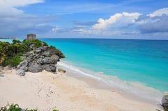 Rovine del Maya sulla spiaggia caraibica, Messico fotografia stock libera da diritti