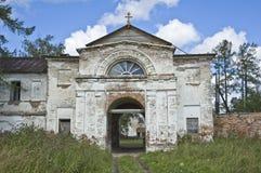 Rovine del monastero antico di Oshevensky, Russia Fotografie Stock