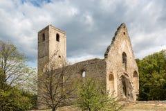 Rovine del monastero Katarinka sopra il villaggio di Dechtice, Slov Immagine Stock Libera da Diritti