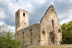 Rovine del monastero Katarinka sopra il villaggio di Dechtice, Slov Fotografie Stock Libere da Diritti