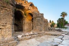 Rovine del teatro antico nel lato, Turchia immagini stock