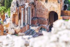 Rovine del teatro greco di Taormina, Sicilia fotografie stock