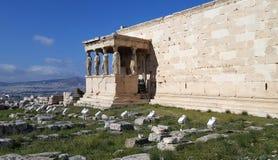 Rovine del tempio antico Erechteion al Acropoli, Atene immagini stock libere da diritti
