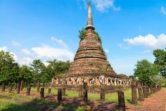 Rovine del tempio buddista di chedi o di stupa Fotografie Stock Libere da Diritti