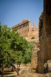Rovine del tempio in Sicilia immagini stock