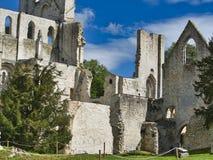 Rovine dell'abbazia di Jumieges in Francia del Nord L'abbazia ? la rovina di un monastero costruito dai canoni regolari nello XVI immagini stock libere da diritti