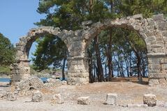 Rovine dell'aquedotto di Phaselis, Turchia Fotografia Stock Libera da Diritti