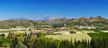 Rovine dell'aquedotto romano antico in Aspendos, Turchia Fotografia Stock