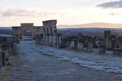 Rovine della basilica romana di Volubilis vicino a Meknes ed a Fes, Marocco fotografia stock libera da diritti