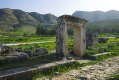 Rovine della città antica di Hierapolis fotografia stock