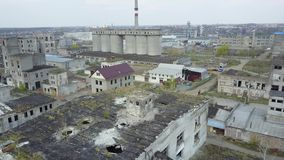 Rovine della costruzione o dei locali distrutti stock footage