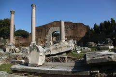Rovine della tribuna antica a Roma Fotografia Stock Libera da Diritti