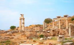 Rovine delle colonne in città antica di Ephesus Fotografie Stock Libere da Diritti