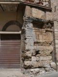 Rovine di Augustus Gate - di Spello immagine stock