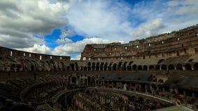 Rovine di Colosseum al giorno soleggiato stock footage
