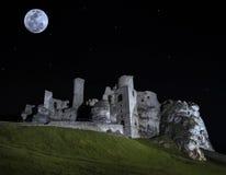 Rovine di cui sopra della luna piena del castello Immagine Stock Libera da Diritti