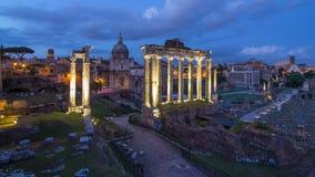 Rovine di forum Romanum il giorno della collina di Capitolium al timelapse di notte a Roma, Italia video d archivio