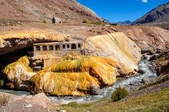 Rovine di Gorgeous Puente del Inca fra il Cile e l'Argentina fotografia stock