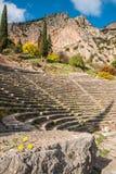 Rovine di un teatro del greco antico a Delfi, Grecia Fotografia Stock