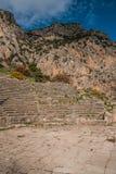 Rovine di un teatro del greco antico a Delfi, Grecia Fotografie Stock