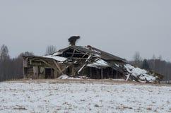 Rovine di una cabina di legno abbandonata Immagini Stock Libere da Diritti