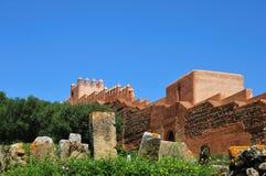 Rovine romane e muro di cinta in Chellah, Marocco fotografia stock libera da diritti